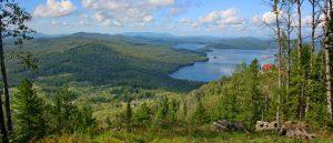 """Der Tiberkul See - davor links die """"Stätte der Morgenröte"""""""